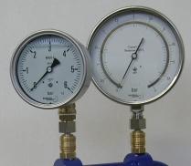 Calibrateur avec 2 manomètres dont 1 de référence
